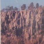 Det stupar bra runt Hunneberg. Kan du urskilja ansiket på bergväggen?