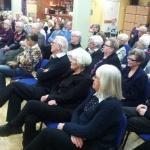Intresset var stort och de flesta hade lagt vänster ben över det högra!