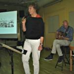 Karin sjöng och berättade om Taube.