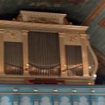 Kyrkorgeln är byggd av Tostareds Orgelfabrik 1981.