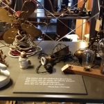 Här kunde men studera gamla föremål från förra seklet ....