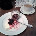 ... kaffe och äggost med björnbärssylt, ...