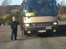 Vår eminente chaufför vaktar bussen!