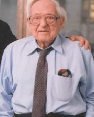 Irving Kahn 108 år på bilden.