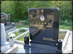 Klicka på bilden för att se fler gravstenar