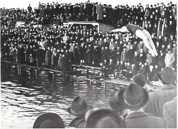 1944 Birte Hansson - Livet som simhoppare var många gånger tufft. Här en uppvisning i Amager hamn på nyårsdagen 1944.