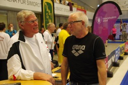 Bosse i snack med en av 60-talets bästa simmare - Lester eriksson - under Masters-SM i Stockholm 2015
