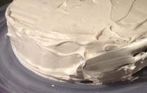 Gör toppar i Icingmixen med en palettkniv