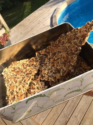 Fröknäcke, knäckebröd, pumpafrön, solroskärnor, sesamfrön, maizena