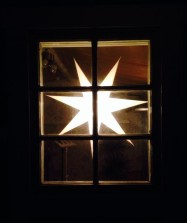 Adventsstjärnan är tänd i studion