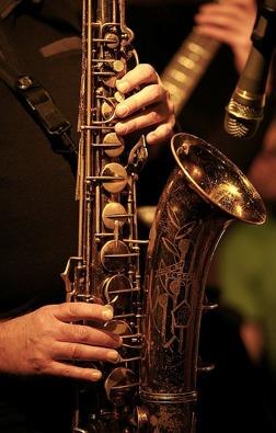 Spela saxofon