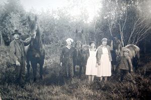 Viktor och hans fru Anna samt deras tre barn
