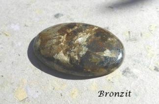 Bronzit polerad sten