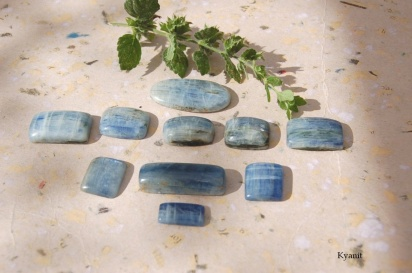 Kyanit cabochon, handpolerade stenar, vackra blå
