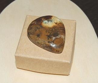 Jaspis droppe, handpolerad sten