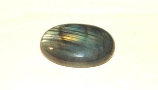 Labradorit oval handpolerad sten