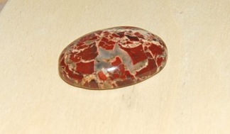Breccia jaspis handpolerad sten oval