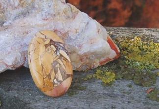 Mookait handpolerad sten 35x21mm