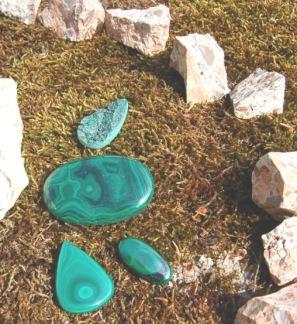 Malakit polerad sten