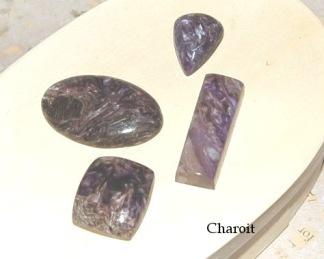 Charoit handpolerade stenar