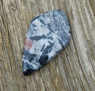Biotite Hornblende handpolerad sten 41x23mm