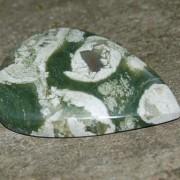 Ryolit handpolerad sten, 33x24 mm