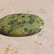 Lizardite polerad sten 38x23mm