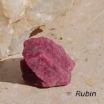 Rubin råsten 174ct