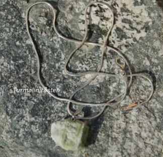 Grön Turmalin råsten i smycke