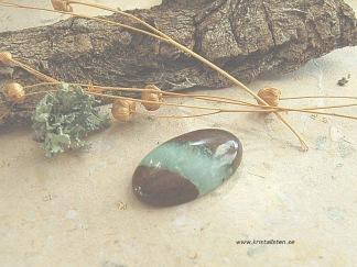 Krysopras handslipad sten 33x20mm