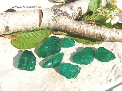 Smaragd råstensbitar