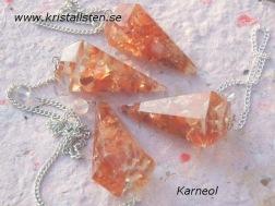 Små bitar av Karneol i Orgonitpendel.