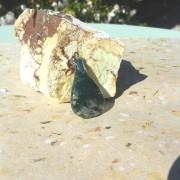 Mossagat sten 31x21mm topphålad med hållare