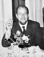 Pappa i början av 60-talet, med dåtidens obligatoriska cigarett ...