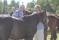 Per Johnsson och Johan Dieden tittar på sina hästar
