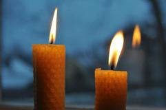 Bivaxljus brinner fint och doftar ljuvligt