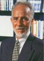 Dr David Watts, grundare av Trace Elements Inc, svarar på frågor om de kosttillskotten som skräddarsytts för analysen.  (klicka på bilden)