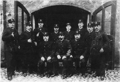 Personalen vid brandstationen i Stadshuset 1903