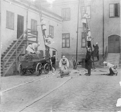 Övning på Stadshusets gård 1906