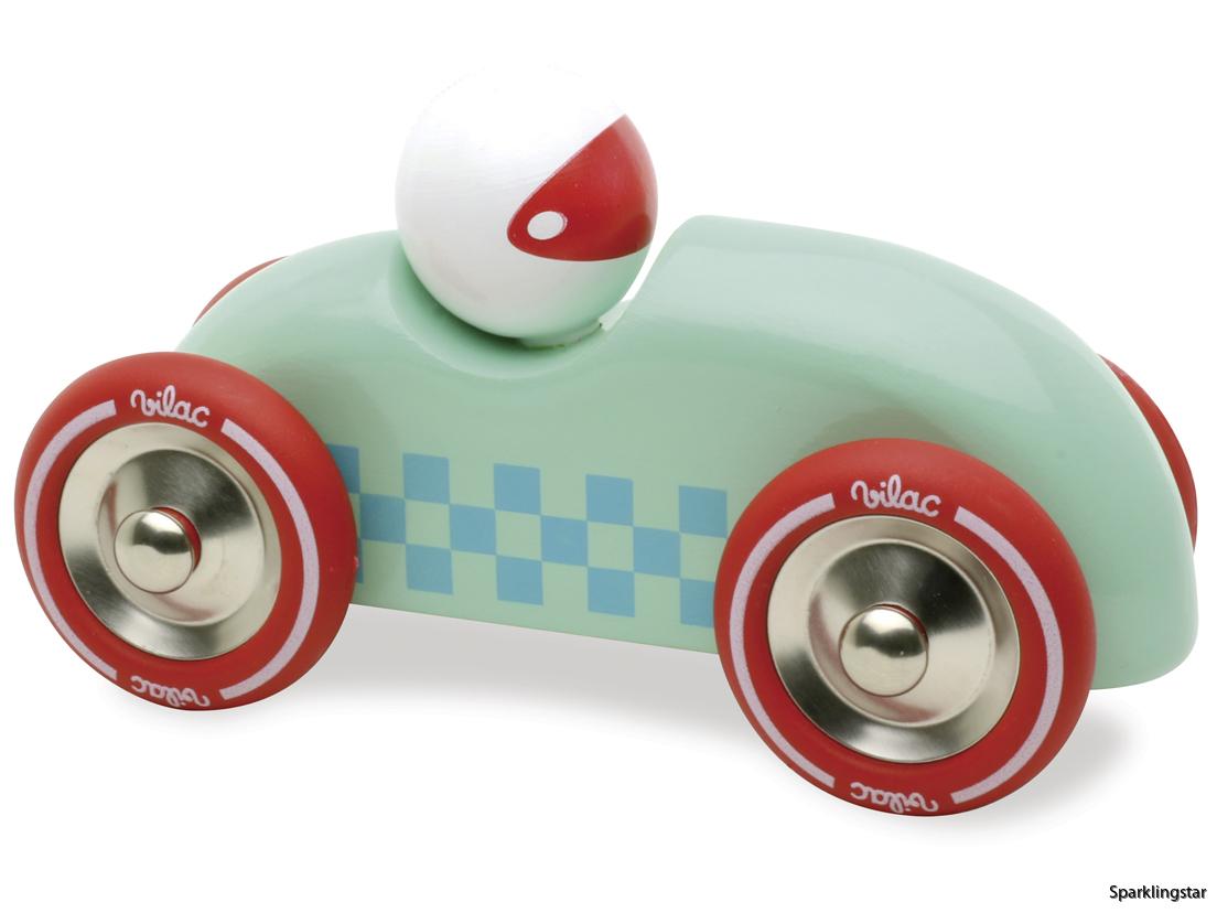Vilac Bil Rally Mintgrön. En fin liten rallybil av trä som snabbt susar fram på lekmattan eller golvet. Passar även bra som prydnad till barnrummet. Mycket fin finish på lacken.