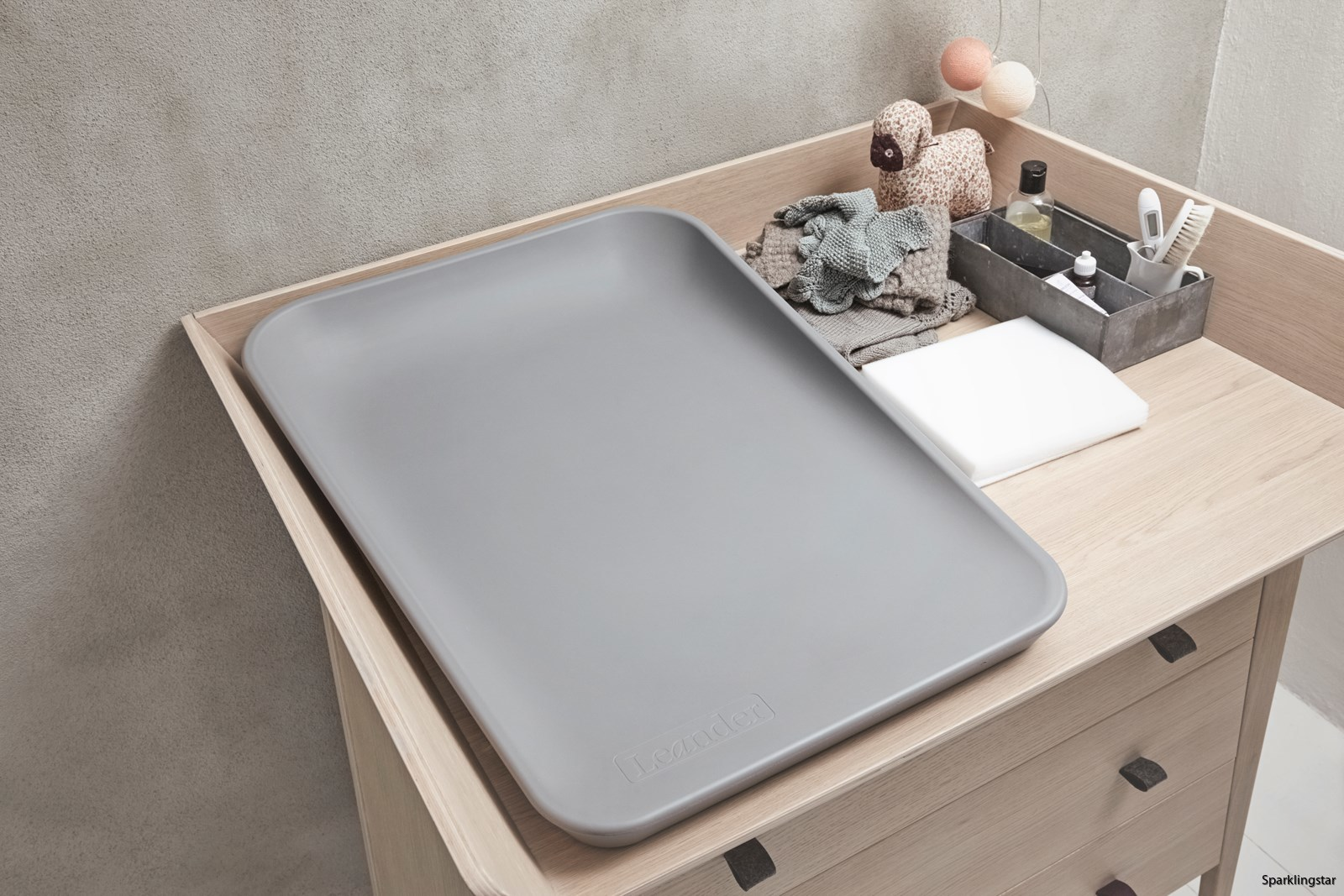 leander-linea-dresser-matty-changingmat3