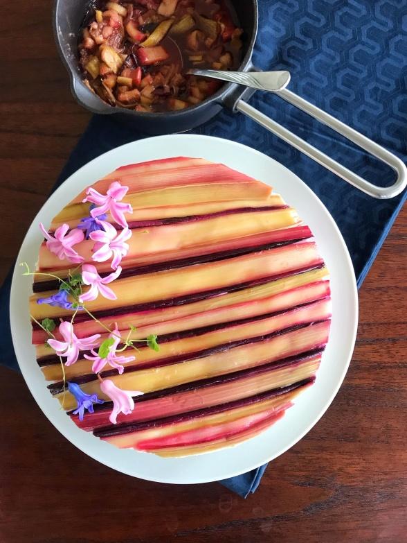 Sernik na zimno z rabarbarem i łodygami botwinki