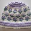 Mössa med blommor - Stickpaket - Babymössa lavendelfärgade blommor