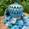Stickpaket - Dubbelstickad halsduk och mössa, små granar - blå/grön - Stickpaket - Dubbelstickad halsduk, små granar - blå/grön