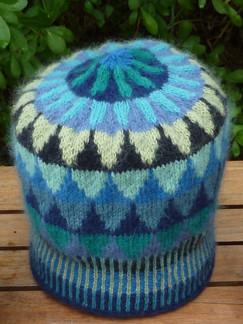 Stickpaket - Dubbelstickad halsduk och mössa, små granar - blå/grön - Stickpaket - Mössa, små granar - blå/grön
