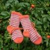 Sätt tröja, sockor och mössa