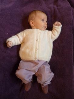 Babytröja med knappor 50% angora - Stickbeskrivning - babytröja med knappor - Stickbeskrivning