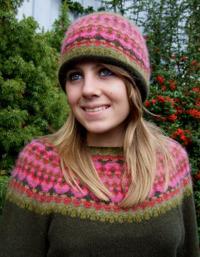 """""""Rött Ljus"""" pullover and hat. Photo S. Gustafsson"""