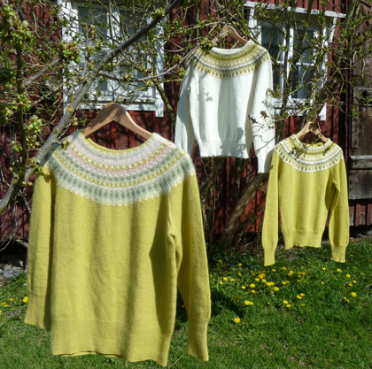 """Våren"", ""Lemon, white"" and ""Lemon, yellow"" pullovers. Photo P. Silfverberg"