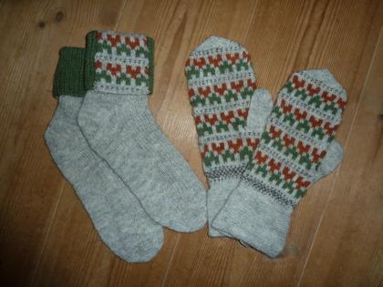 """""""Blå Randen """" vantar & sockor. Foto P. Silfverberg."""